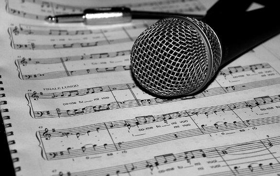microphone-805256_960_720